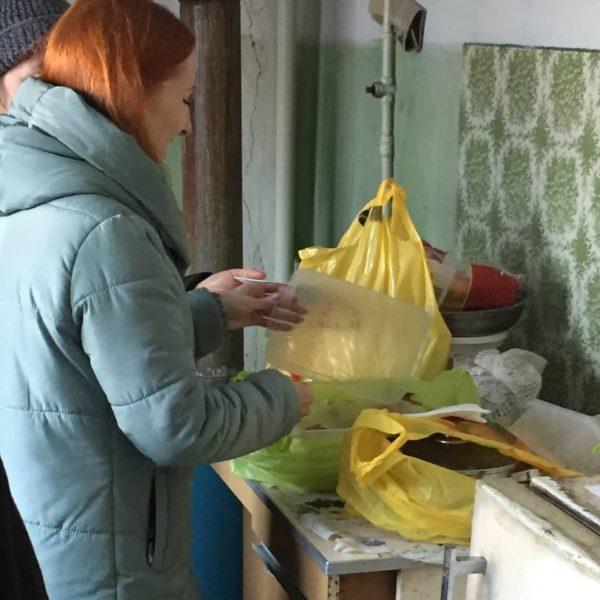 Троє літніх людей з інвалідністю залишились без їжі